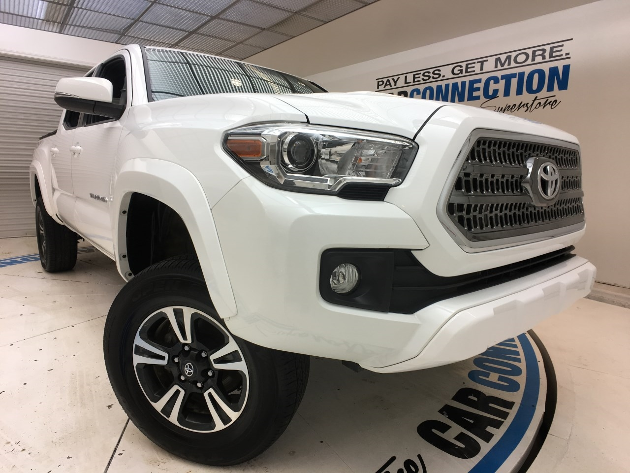 Pre-Owned 2017 Toyota Tacoma TRD OFF ROAD DOUBLE CAB 5' BED V6 4X4 MT (GS)